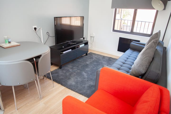 Luxury 2 bedroom/ensuite serviced apartment QC6