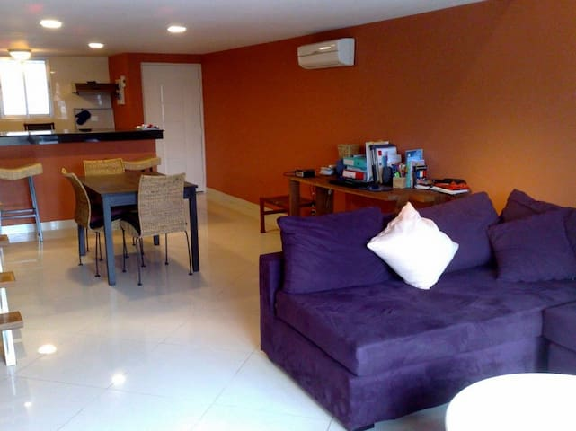 Apartment fully furnished, 3 blocks from riverside