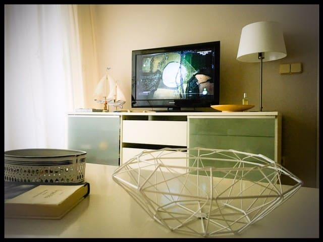 Amplio apartamento 2 dormitorios en  Milla de Oro. - Marbella - Condominio
