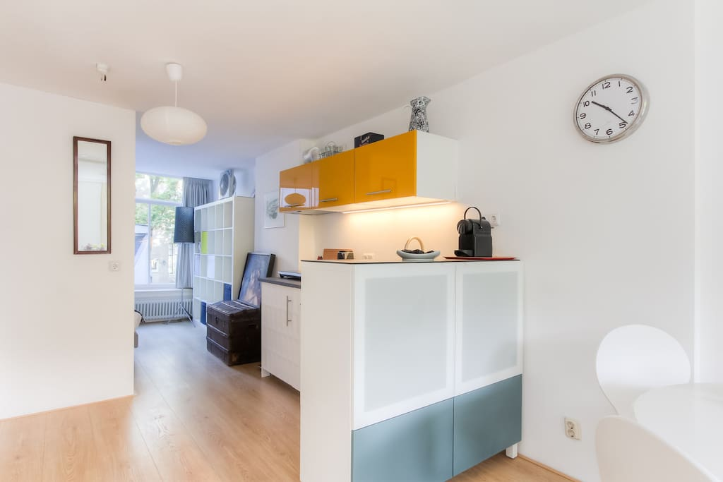 Bright colorful comfortable utrechtsestraat for Chambre d hotes amsterdam
