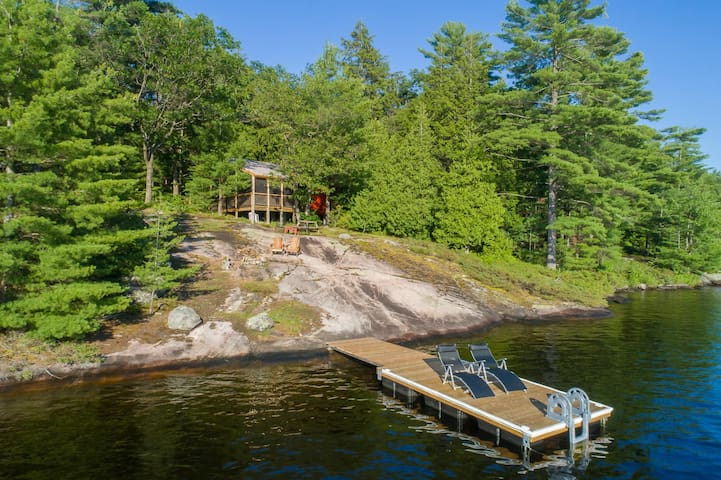 Priscilla's Cottage on Bass Lake~Charming family cottage!