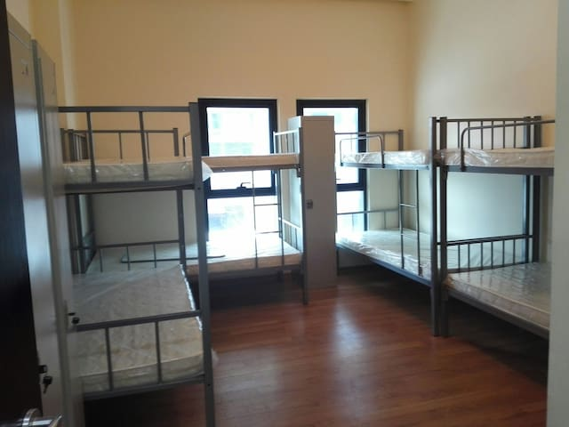 Room and bed space available - Dubai - Departamento