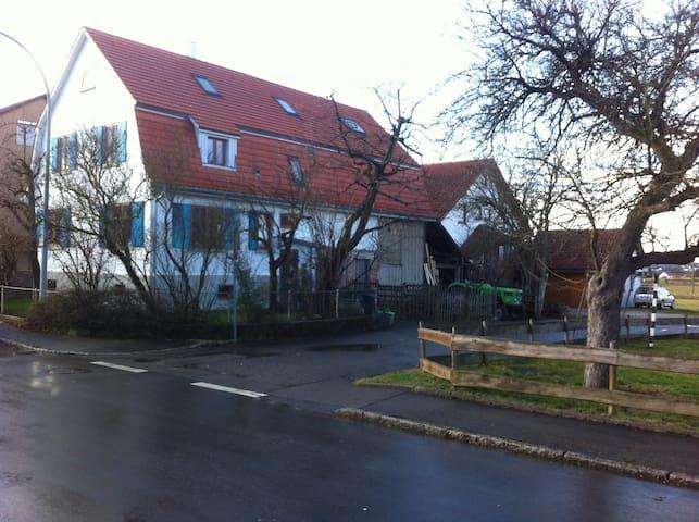 Ruhiges, helles Zimmer in gemütlichem Bauernhaus - Kusterdingen - Casa