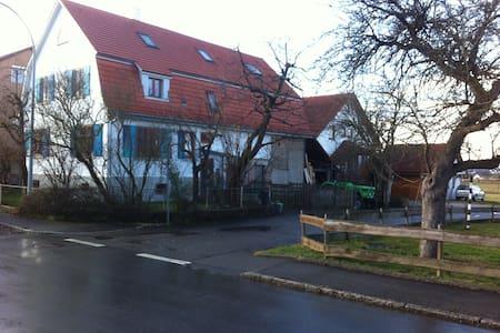 Ruhiges, helles Zimmer in gemütlichem Bauernhaus - Kusterdingen