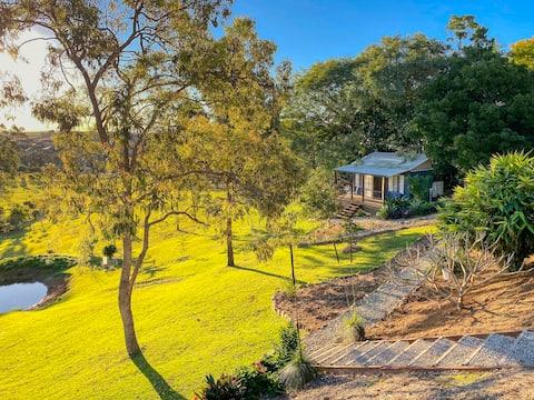 Hidden Valley Cottage amongst the kangaroos.
