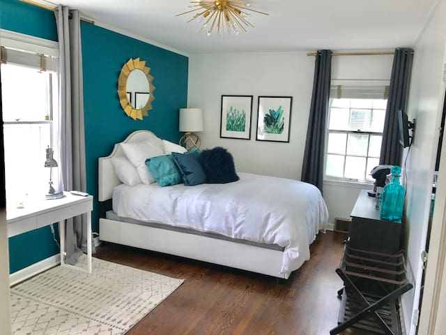 Luxury modern renovated suite & home - Kansas City - Huis