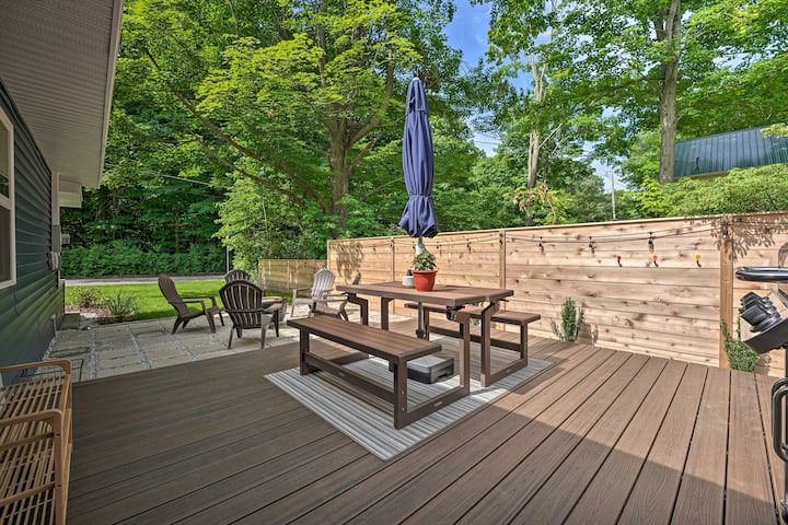 NEW! Fully Renovated Home w/Fire Pit Walk to Beach