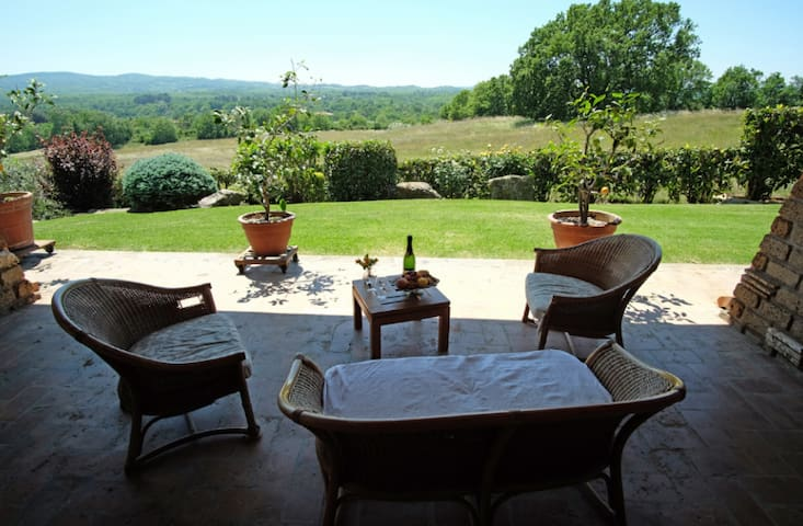 Scenic villa 30 mins away from Rome