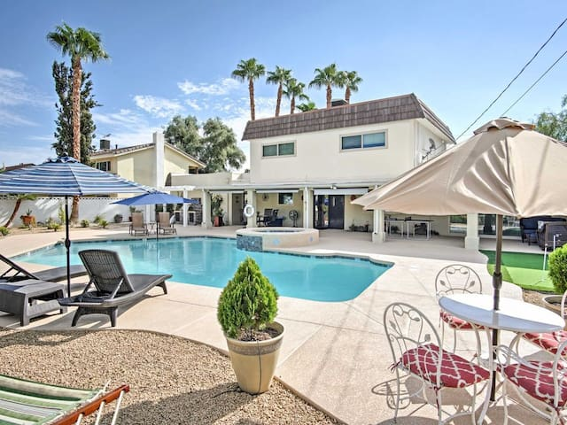 Vegas Oasis - Perfect for Groups - Close to Strip!