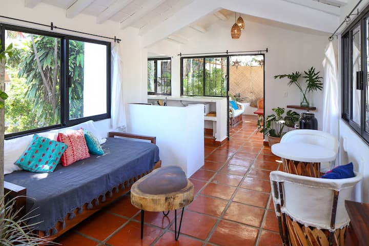 Stylish Private Loft 2 Min Walk to Beach and Plaza