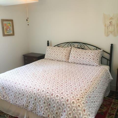 Bedroom 1: Super comfy King size bed!