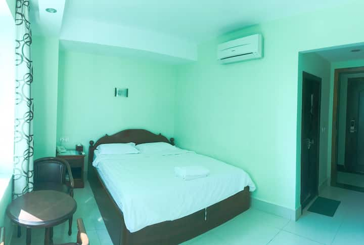 Private room near Stadium&shopping centre (R11)