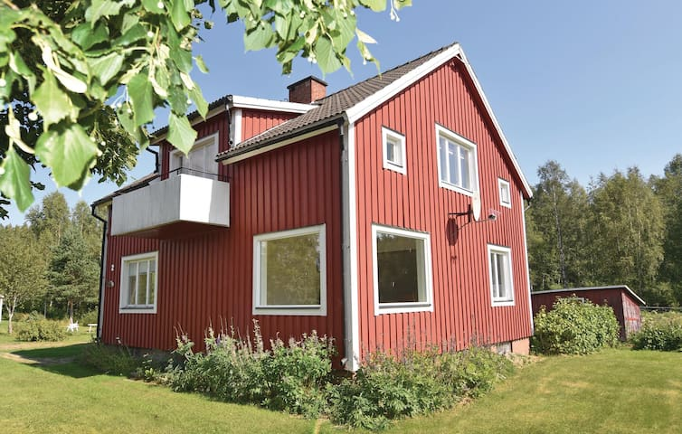 Holiday cottage with 5 bedrooms on 125 m² in Torsby