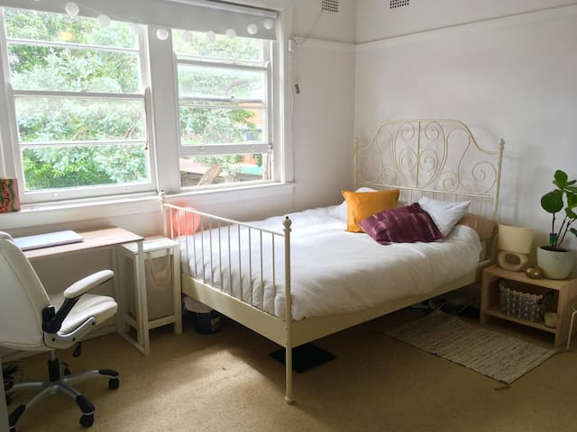 Spacious and bright private room Bondi Junction