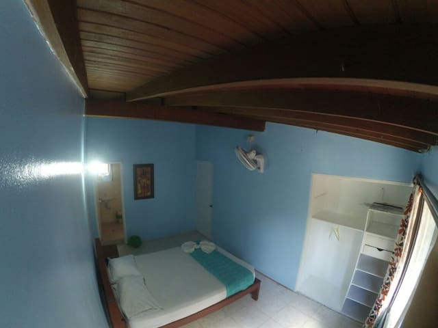 Private Room with Bath close to Parque Lleras - Medellín - Bed & Breakfast