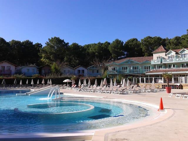 Appt avec vue sur piscine chauffée en saison