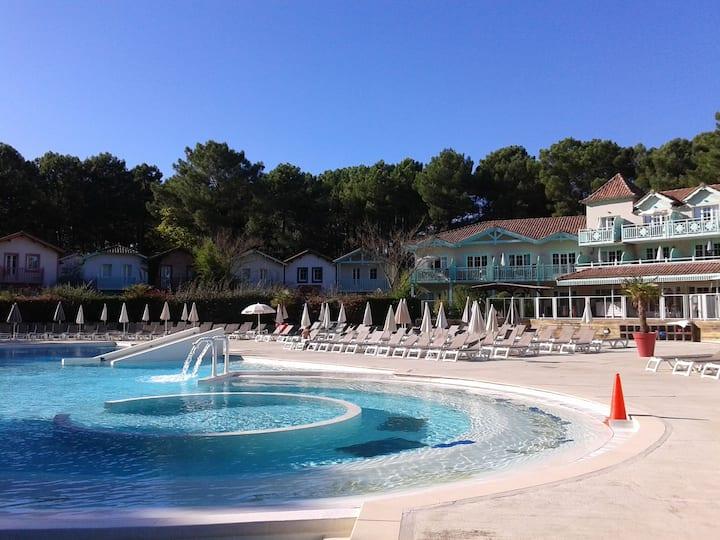 Appt 2 pieces ensoleillé vue sur piscine chauffée