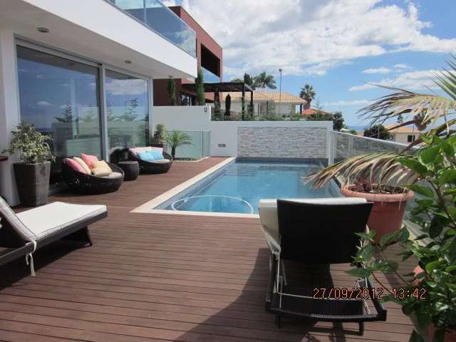 Villa Priscilla with swimming pool and sea views - Funchal