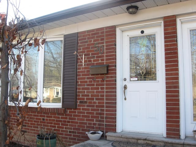 Cozy 1bdrm Basement Apartment with parking/laundry - Richmond Hill - Apartment