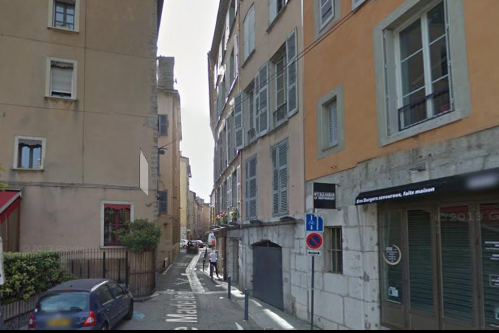 La rue Madeleine  piétonne.