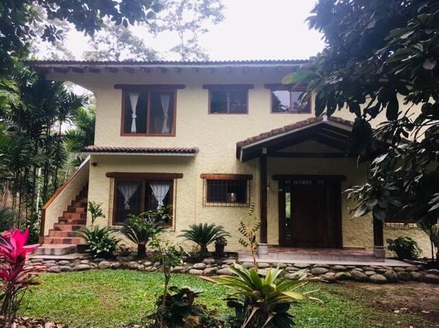 Hermosa casa de campo 5 estrellas Puerto Quito.