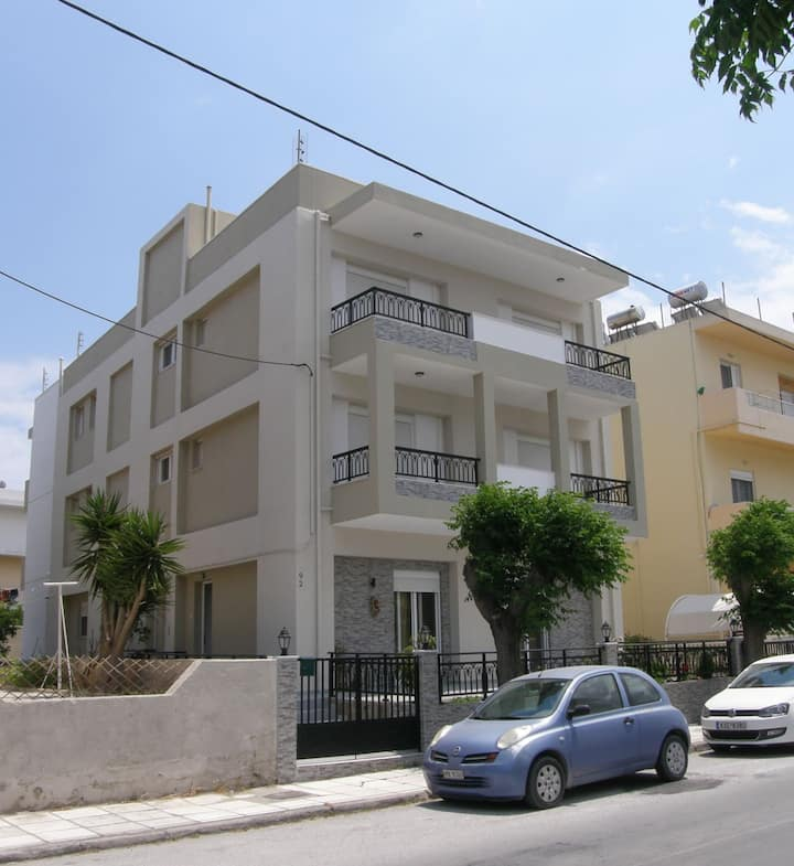 Kostas 1 Central Beach Apartment