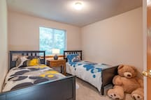 Bedroom 3, Two Twin Beds, and Bear