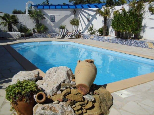 T2 indépendant d'une jolie villa avec piscine