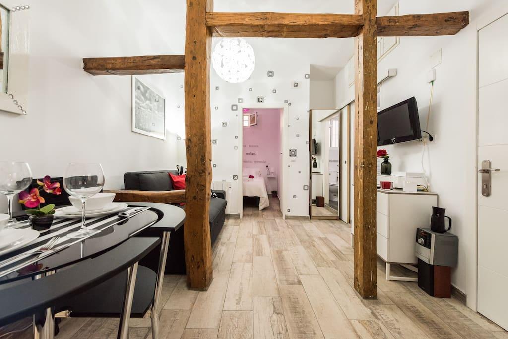 Apartamento moderno wifi lavapies apartamentos en for Madrid moderno