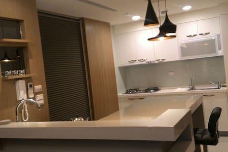 水岸豪宅~精緻裝潢,渡假首選 3房+平面車位  高樓層視野佳  - 台中市