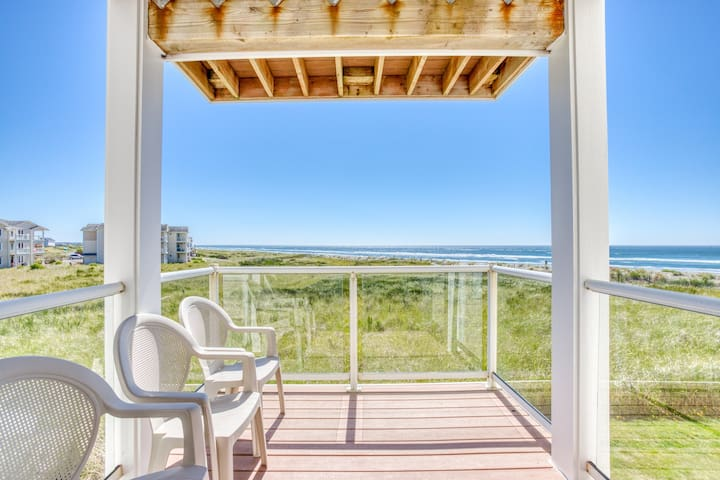 Waterfront, family-friendly condo near the beach w/private washer/dryer & views