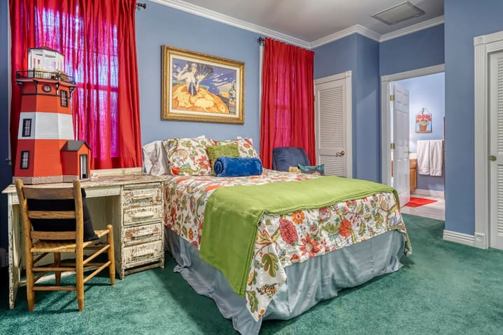2 ENSUITES, EACH W/ A QUEEN & A TWIN AND IT'S OWN BATHROOM WITH VANITY & WATER CLOSET