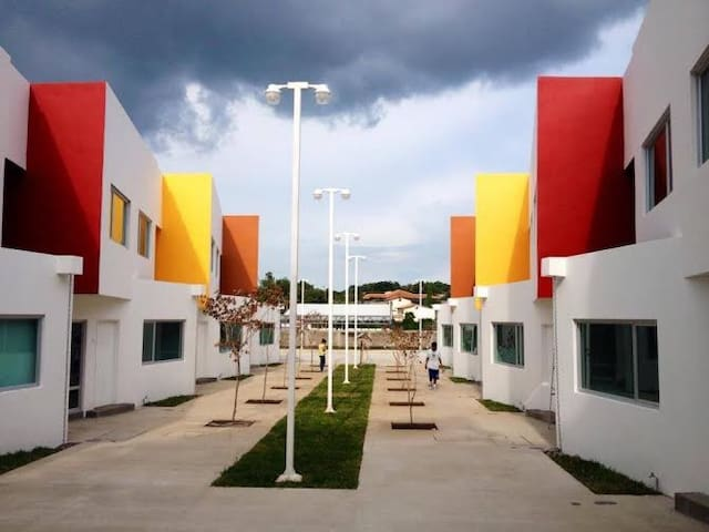 Apartamento con piscina, con seguridad