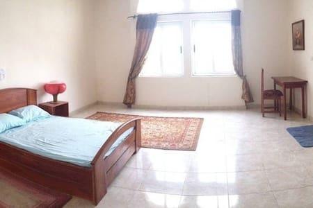 Chambre B dans une grande villa - Cotonou - Bed & Breakfast