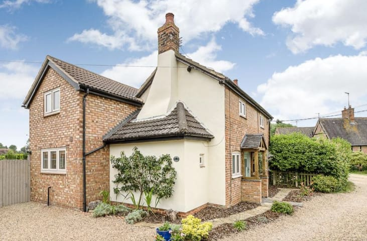Quaint Detached Country Cottage, Draycote