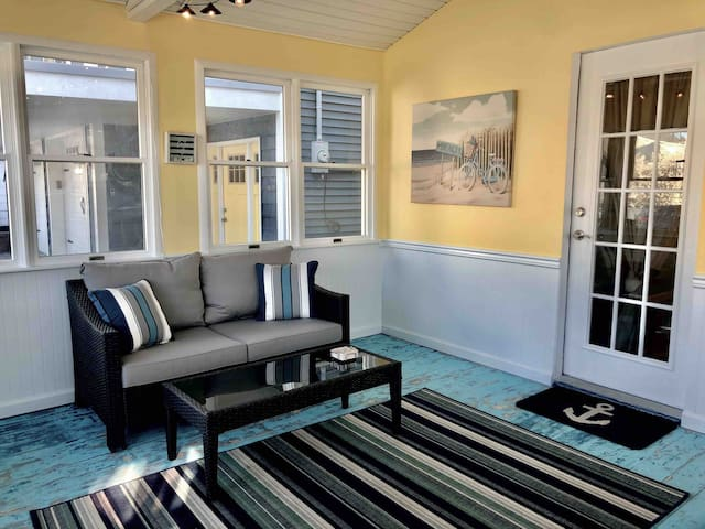 Beach Getaway - 3BR,A/C,1 Block to Ocean. 6 badges