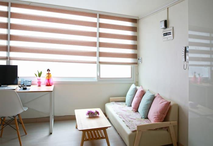 Wowhills Guesthouse in Hongdae