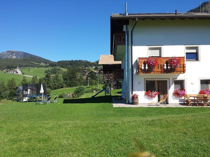 "Cosy Apartment ""Tschagghof One Bedroom Apartment"" with Mountain View, Wi-Fi, Balcony & Garden; Parking Available"