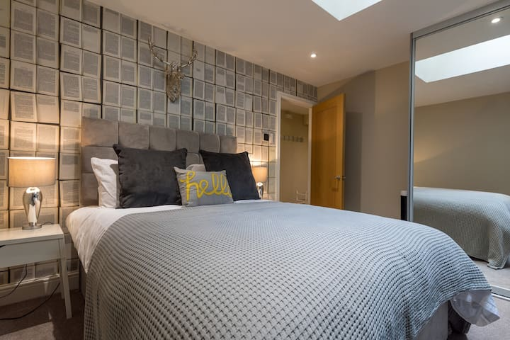 Stylish & modern 2 bed apartment on North Street