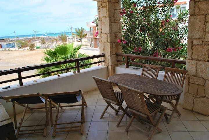 1 min from the beach. Terrace with sea view, wifi!