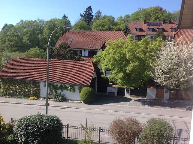 Schönes Zimmer in Landshut Berg - Landshut - Ev