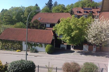 Schönes Zimmer in Landshut Berg - Landshut - 独立屋