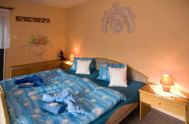 Meruňkové apartmá se 2 ložnicemi a balkonem