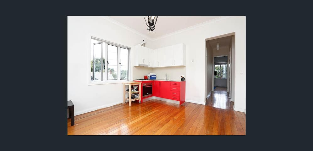 2 Bedroom modern apartment, with spacious balcony! - Newtown - Flat