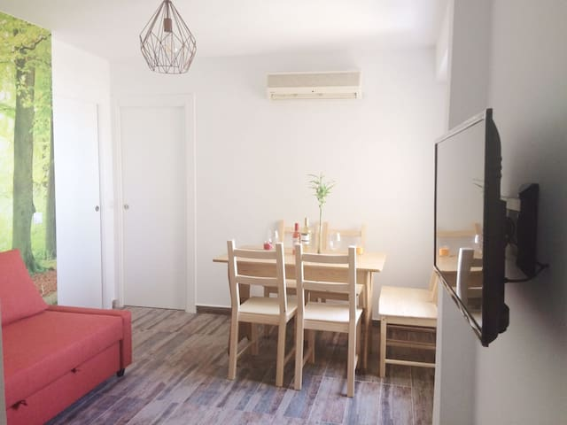 Cozy apartment 15 minutes from the beach.