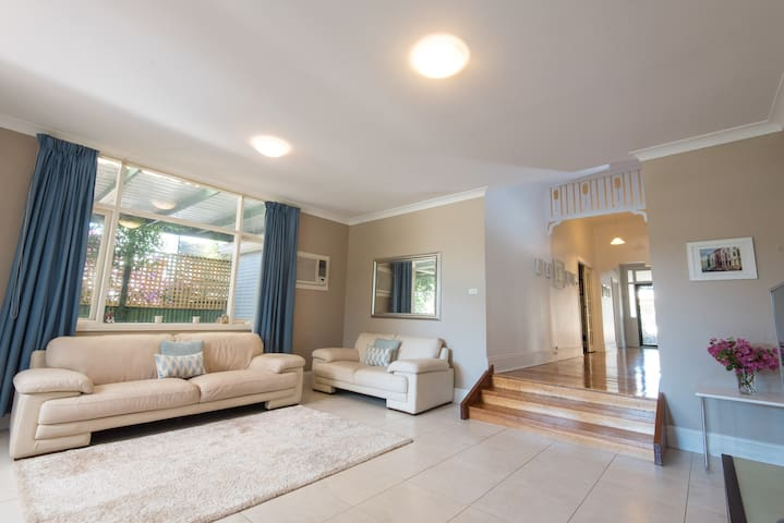 Spacious, brightly lit gem close to City & Norwood - Trinity Gardens - Casa