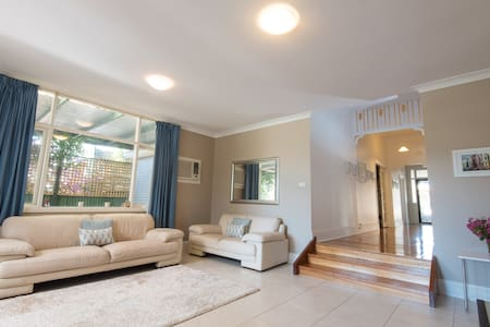Spacious, brightly lit gem close to City & Norwood - Trinity Gardens
