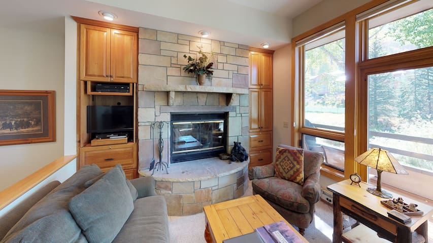 2BR Vail Picturesque Vail Condo with Creek Views