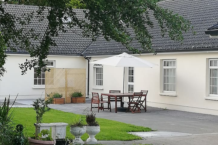 Bright Spacious lodge, large garden @ Kilbeg Pier