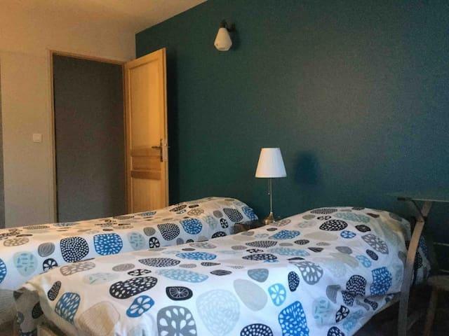 Chambre 2 : 2 petits lits 70*190